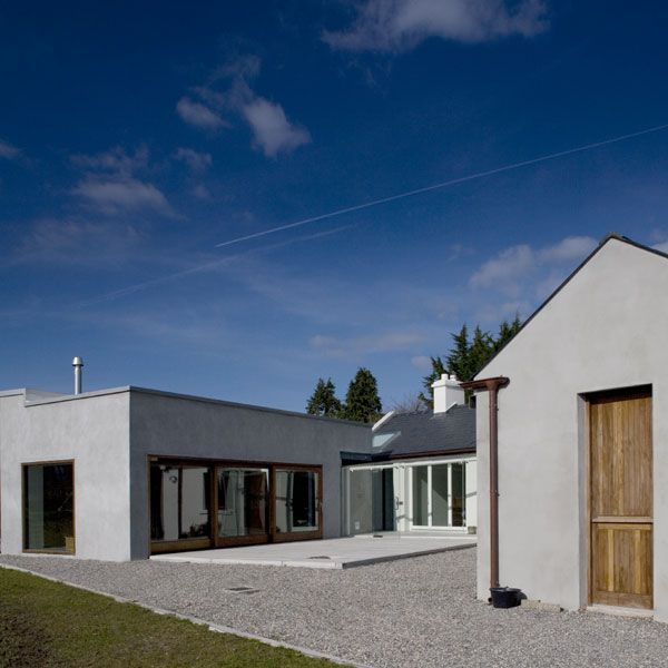 The new living block is a simple linear form, located and orientated to tuck behind the existing cottage while affording a view of the loch and flood plain to the North.