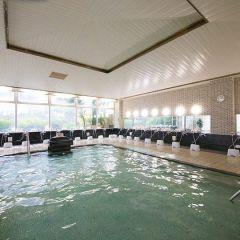 霧島ロイヤルホテルの日帰り温泉が人気です まろやかな泉質のお湯が豊富に湧いていて広々としたお風呂が魅力ですね お好みのシャンプーが選べるシャンプーバーは女性を中心に好評みたいですよ 小学生以上750円で楽しめるので霧島を観光する際にはぜひ tags[鹿児島県]
