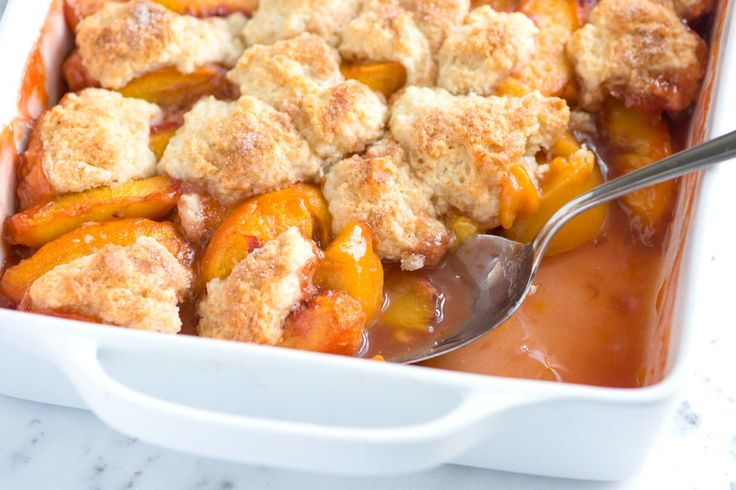 Easy Peach Cobbler Recipe with Biscuit Top #recipes #food #drink #cuisine #boissons #recettes