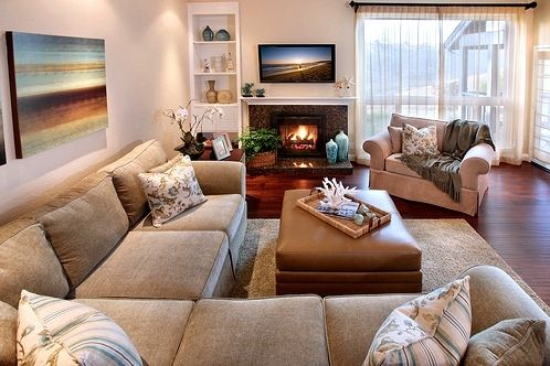 love the couch. and i'm pretty sure i have a big picture like that in my living room..