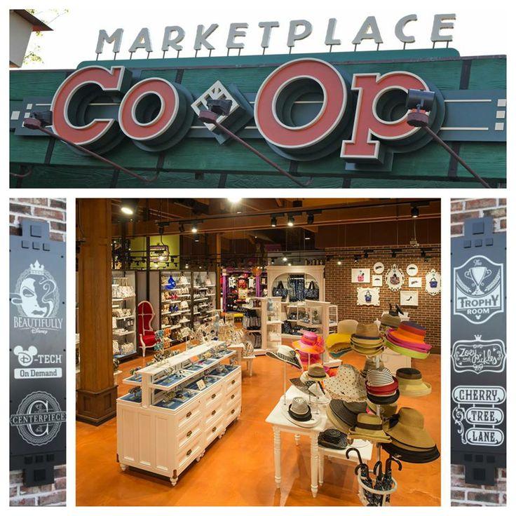 A nova Marketplace Co-op, está agora aberta no Downtown Disney Walt Disney World. Esta localização pitoresca possui seis butiques com variadades de mercadorias originais da Disney Parks, servindo como um espaço de testes para novos conceitos, lojas e produtos.