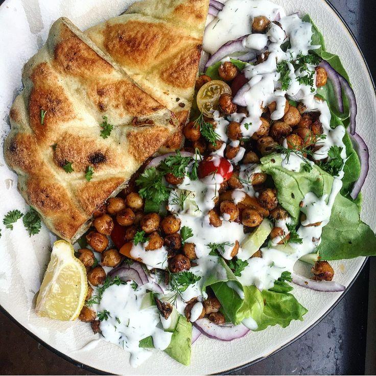 Veganska kikärtsgyros med dillaioli | vegan chickpea gyros in pita bread with a dill mayo tuvessonskan.se