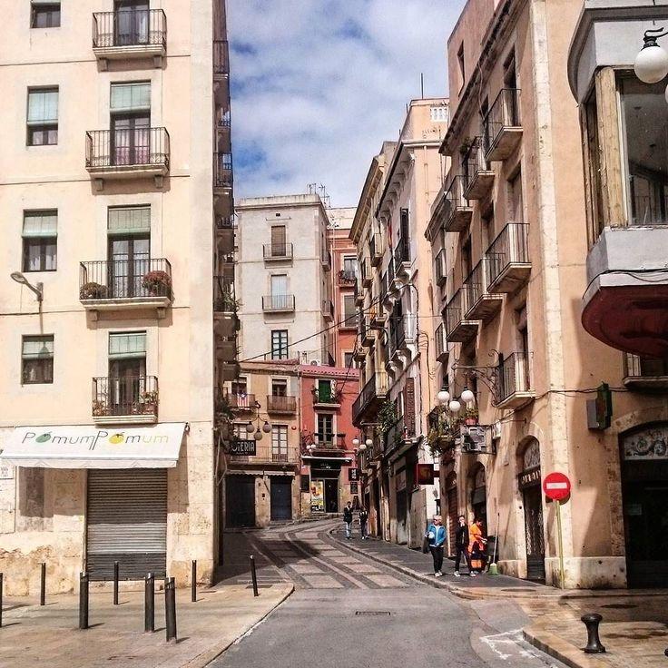 Urban track #Tarragona #tarragonaturisme #igerstarragona #fort #town #Catalunya #square #panoramic #city #street #alley #mediterranean #track #urbanphoto #architecture #architectureporn #building #symmetry #sky #windows #clouds #balcony #tower #light #wall #asphalt #perspective #composition #view by noliveras91