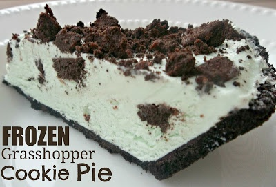Frozen Grasshopper Cookie Pie- the perfect dessert for a hot summer day! SixSistersStuff.com #dessert #recipe