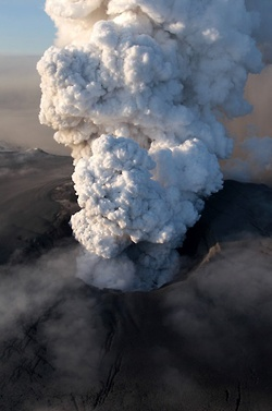 The Gifts Of Life: Volcanic Erupting, Volcanoes Erupting, Iceland Volcanoes, Eyjafjallajokul Volcanoes, Beautiful Planets, Travel Photos, Ash Cloud, Eyjafjallajokul Erupting, Mothers Natural
