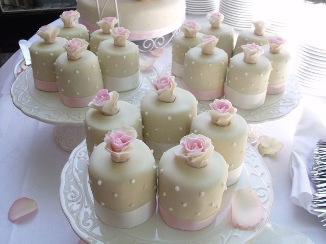 17 Best ideas about Mini Wedding Cakes on Pinterest Individual