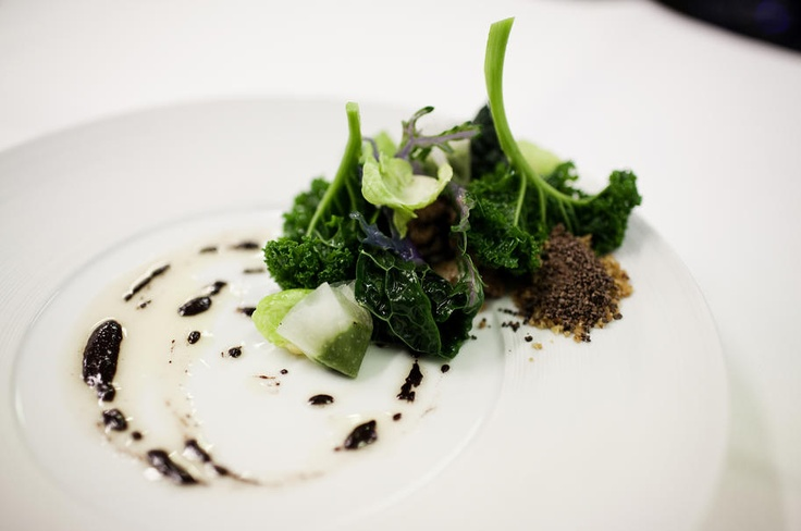 Lamb's sweetbread, winter cabbage and cacao @Restaurant CLOU. Photo: Ditte Valente.