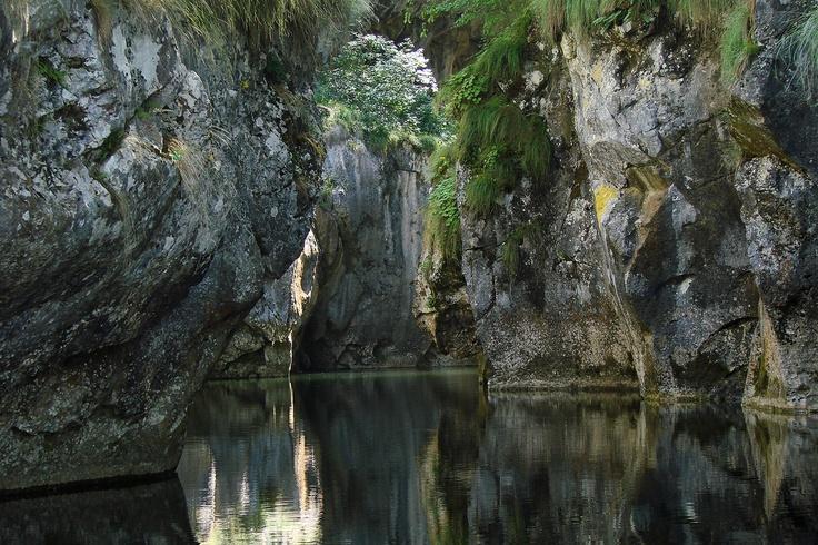 Valea Cernei National Park    Corcoaia Gorges