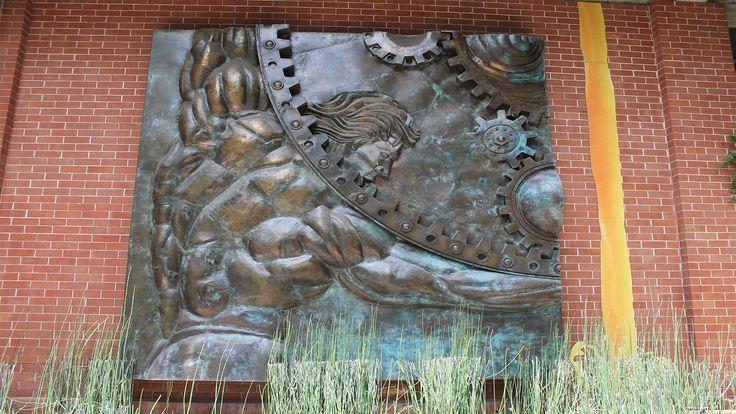"""[ #VideoNUEVO] - Conoce más sobre la figura humana de espalda, en altorrelieve... """"Atlas Libertas con Luis FIGUEROA """" ➔ http://akademeia.ufm.edu/home/?curso=conociendo-la-marro    #MegustaUFM #UFMSoyAkademeia #SoyUFM"""