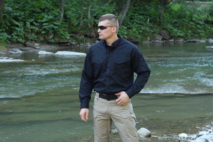 DEFFENDER košeľa s dlhým rukávom v čiernom prevedení od Helikon-Tex. Je vyrobená zo 100% kvalitnej bavlny, čo zabezpečuje vysoký komfort pri nosení. http://www.armyoriginal.sk/1745/127746/kosela-dlha-defender-cierna-helikon.html
