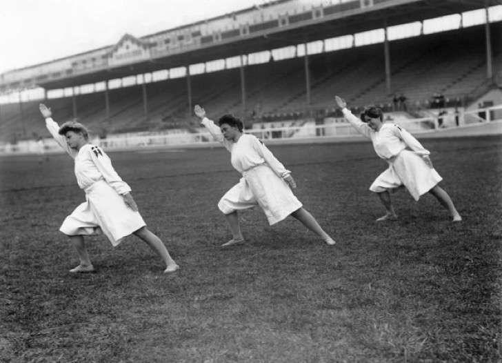 17 fotografías de gimnasia olímpica en 1908 que harán que te sientas bien contigo mismo