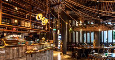 Новый бар-ресторан, расположенный на первом этаже Hotel City Zurich, был спроектирован дизайнерской фирмой Dyer-Smith Frey. Открытие произошло в январе 2014 года. Концепция дизайна интерьера отражает стандарт ресторанных кухонь: свежесть, оригинальность и подлинность. Использованные материалы, такие как необработанное дерево, элементы из жести и бетона и белая плитка, характеризуют общую эстетику помещения. Скамьи с принтами на тему …