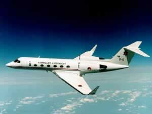 GULFSTREAM AEROSPACE Gulfstream 4et corporativo de largo alcance. En servicio desde 1987 (4SP desde 1992). Mejorado considerablemente, el desarrollo más grande y avanzado de G-1159A Gulfstream 3 con turbofans Tay más grandes. Gulfstream 4SP (rendimiento especial) con winglets más altos y funcionamiento mejorado de la gama, substituyó el Gulfstream 4 a partir de septiembre de 1992. Mil. Versión SRA-4 para la patrulla marítima y la vigilancia electrónica. Gulfstream 4SP: MTOW 33,840kg . US…