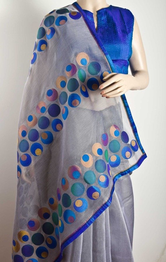 Silk-cotton gossamer saree with plain silk applique pallu and a narrow silk border all around. 1 metre plain silk choli piece to match. - www.amyrah.co
