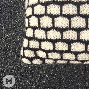 Stener'en - pude strikket i vævestrik. Opskriften ligger til salg i webshoppen