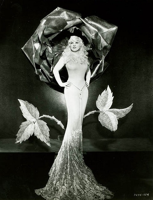 Mae West Art Deco blog.