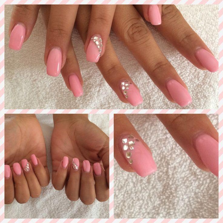 Ongles en gel rose , strass et glamour