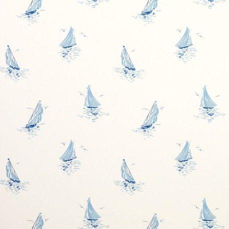 delicadas y pequeñas embarcaciones en intenso azul estampan este precioso diseño de papel pintado