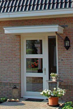 Luifel boven voordeur landelijk en romantisch