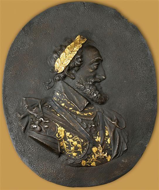 PROFIL DE HENRI IV - Ec.1662. Henri IV en buste, de profil, est tourné vers la droite. Il porte une armure à l'antique damasquinée début 17°s, avant 1610. Europe, 17°s, Fer (métal) Ht:0.152, L: 0.124m. Achant, 2003. Ecouen Réunion des Musées Nationaux-Grand Palais -