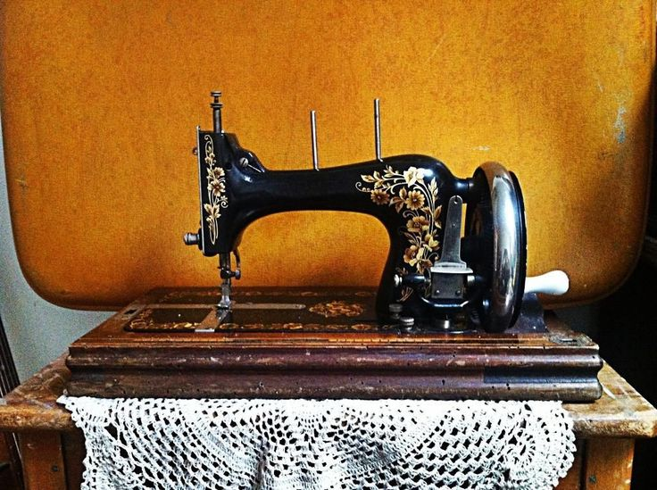 Beautiful Hermann Kohler antique sewing machine for sale <3