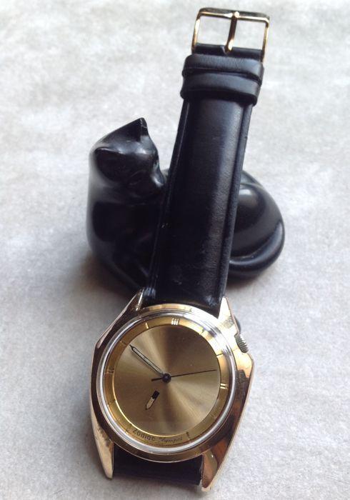 """DIERENRIEM Olympos-mysterie kiezen mannen horloge - 1964  Dierenriem Olympos mysterie bellen horloge zeer goed onderhouden vintage item (Ca. 1964)Serienummer 703-918 gegraveerd op de binnenkant van de case achterkantDierenriem automatisch uurwerk kaliber 70-72 op 17 juwelen afgeleid van calibre alsCase diameter: 35 mm20 micron verguld behuizing met de karakteristieke vorm van """"Batman""""Stalen kast terug.Intrekbare kroon spoelen met het gevalElegant 'mysterie kiezen' oorspronkelijke gouden…"""