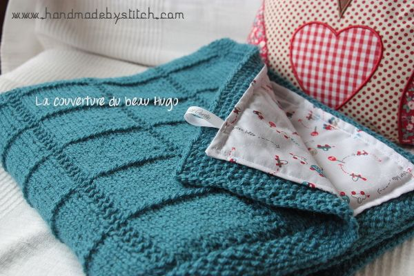 Aujourd'hui, je vais vous parler de la dernière couverture pour bébé en date. C'est une couverture pour un petit garçon, tricotée intégralement lors d'un déplacement en Asie, dont…