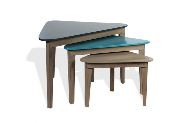 Set de 3 tables gigognes triangulaires en bois by mose for Set de table en bois