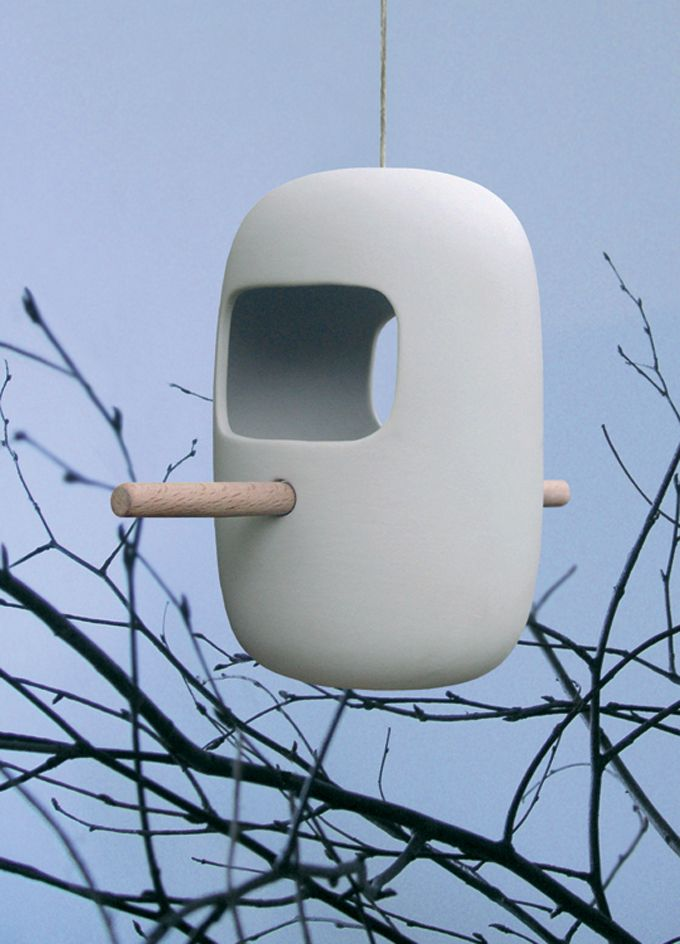 A beautiful and simple birdhouse.  How fantastic would these look in my red maple?