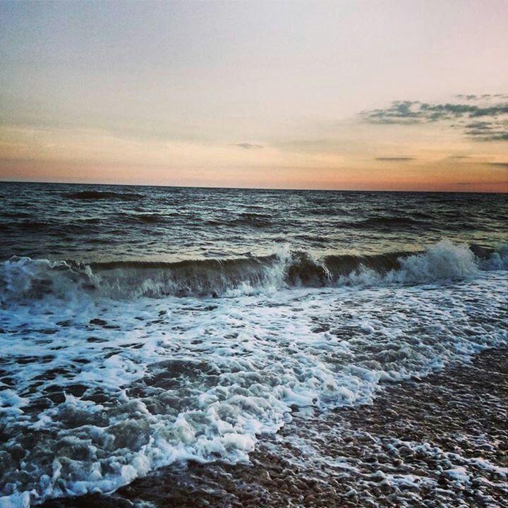 The waves on Brighton Beacn