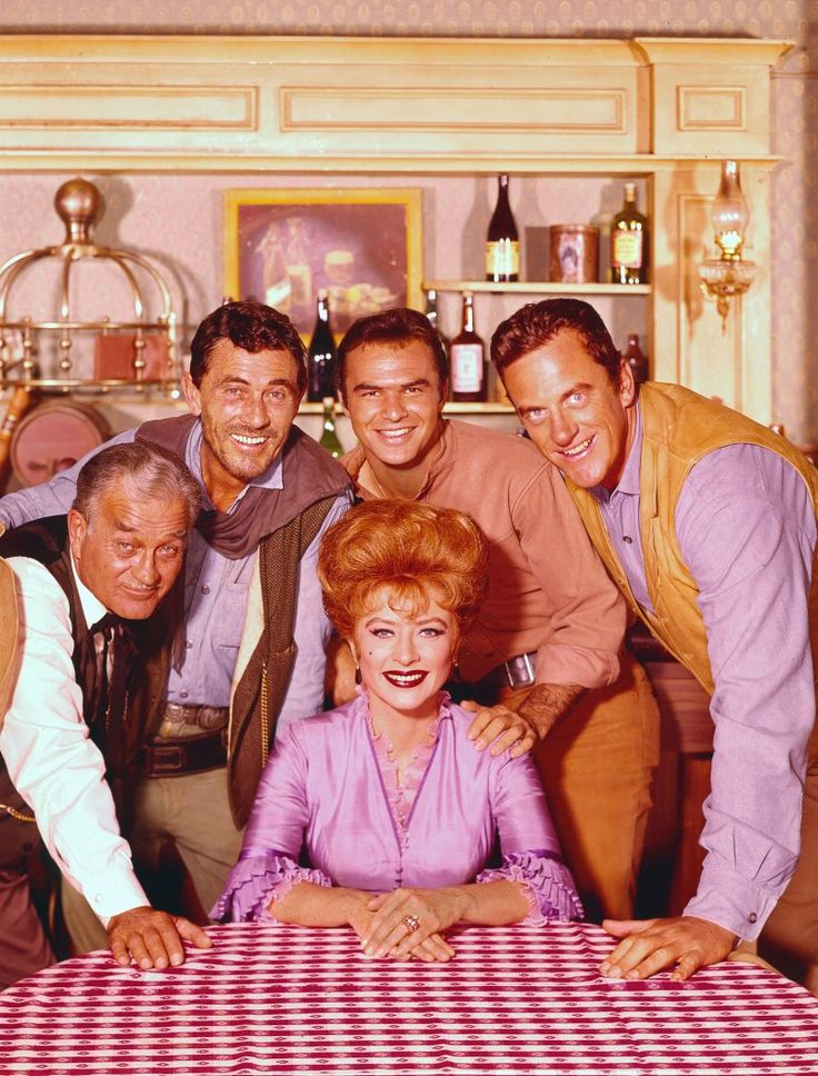 Still of Burt Reynolds, James Arness, Amanda Blake, Ken Curtis and Milburn Stone in Gunsmoke