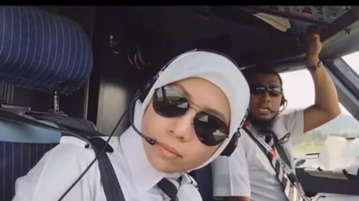 Capten Pilot AirAsia - Hebat! Co-pilot Berparas Ayu Ini Hobi Traveling, Begini Aksi Kerennya
