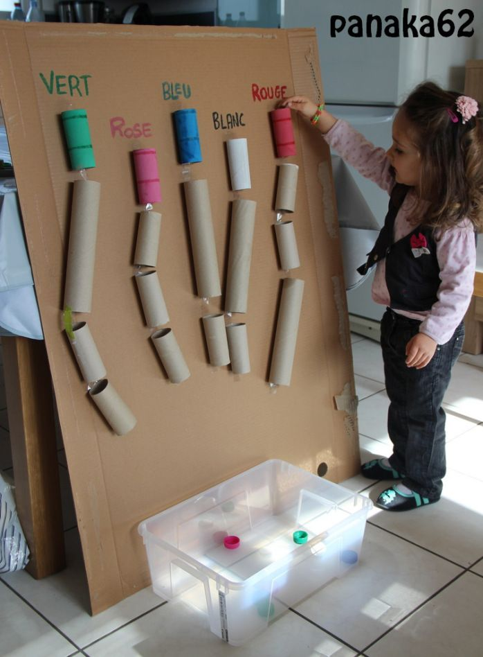 DIY mur d'activité enfant - de rouleaux et bouchons  panaka62