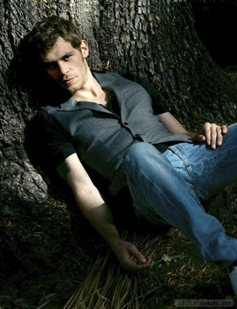 She has great taste, watches the Vampire diaries and has a cougar crush on Klaus : Joseph Morgan - The Vampire Diaries