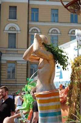 Helsinki blogi: Sambakarnevaalit 10.6.17 Helsingissä: plyymit ja kultaiset miehet vihtoineen...