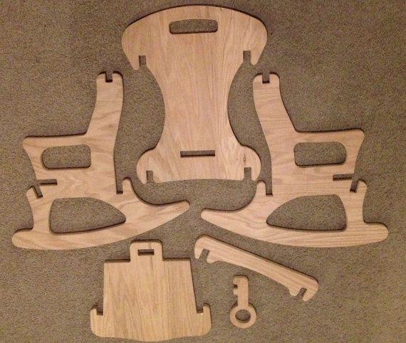 Mecedora infantil puede armar ellos mismos (y separar) sin hardware! Hecho a mano de madera de roble en Tacoma, Washington. Paquetes planos para envío y fácil transporte y almacenamiento.  Inspirar asombro, desarrollo y alegría con esta única madera Puzzle mecedora.  Normalmente los niños son disuadidos de desarmar los muebles. No así con esta fantástica tumbona! Fácil de montar y desmontar, su niño le encantará poner juntos una y otra vez! Cuando finalmente se llevan a cabo, encuentra que…
