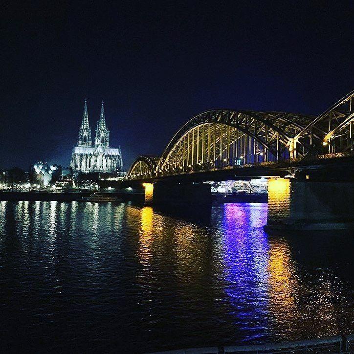Желаю нескончаемой энергии  набудущие 365 дней  потрясающей удачи навсе 12месяцев. И с 1 января  пусть начнётся новая  интересная  насыщенная яркая жизнь.  #сновымгодом #новый2017 #1января #путешествие #германия #кельн #köln #deutschland #travel #silvestr #happynewyear #germany