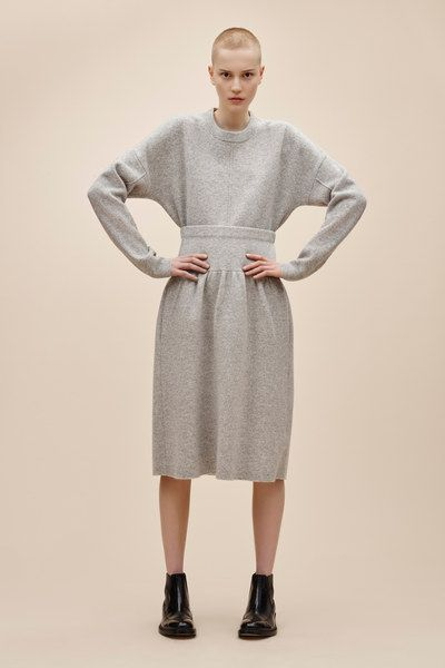 See the complete Joseph Pre-Fall 2016 collection.