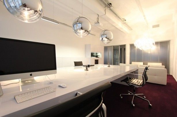 Hoogglans wit extreem lang bureau