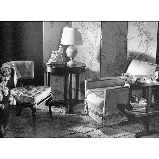 In 1932, George Stacey paired a Beni Ouarain carpet with French neoclassical furniture and a slip covered armchair in a shoot for Vogue #groundbreaking #georgestacey #vogue #1930s #french #antiques #neoclassical #furniture #empire #interiors #interiorinspiration #interiordecoration #americanchic