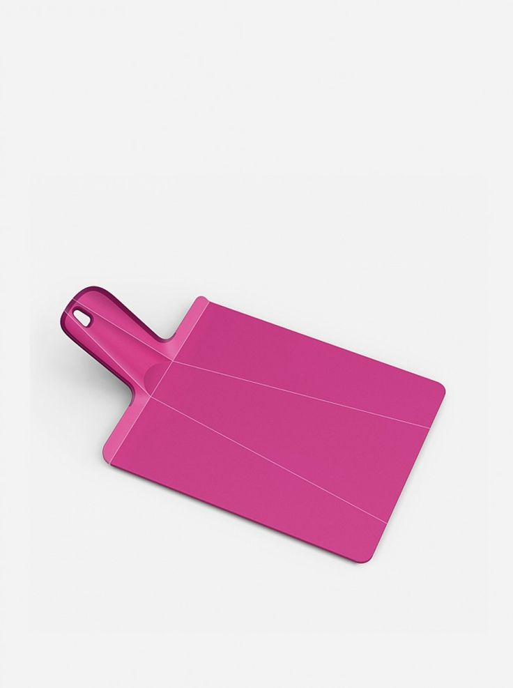 The chopping board range in Joseph Joseph has its own unique characteristic and benefits, like this award-winning folding chopping board, Chop2Pot™ Plus. The chopping board provides a durable, knife-friendly cutting surface for food preparation.