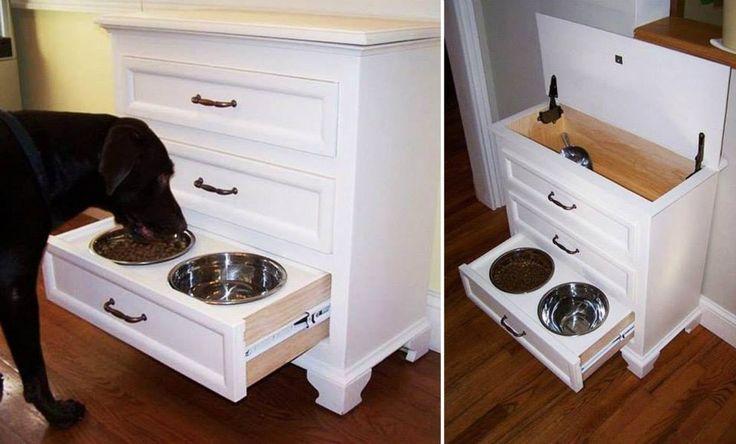 Cômoda adaptada para servir de comedouro para cães. Também guardará ração, coleira.