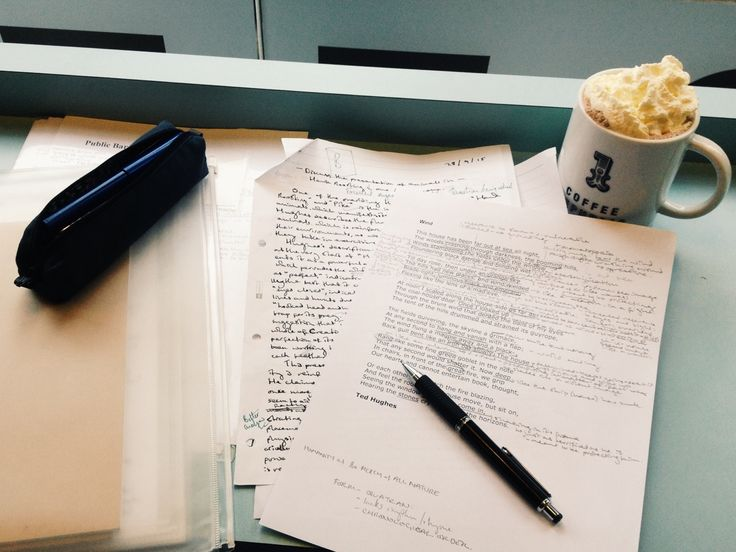 mystudystation:  5th October ~ 13:38  Had a bit of a rubbish rainy day, so I'm cheering myself up with a mint hot chocolate in Coffee Republic. I was a bit disheartened by my grade for my first read English essay (a B) until I realised it was actually second-best in the class! Even having misunderstood and given myself a tiny word limit!