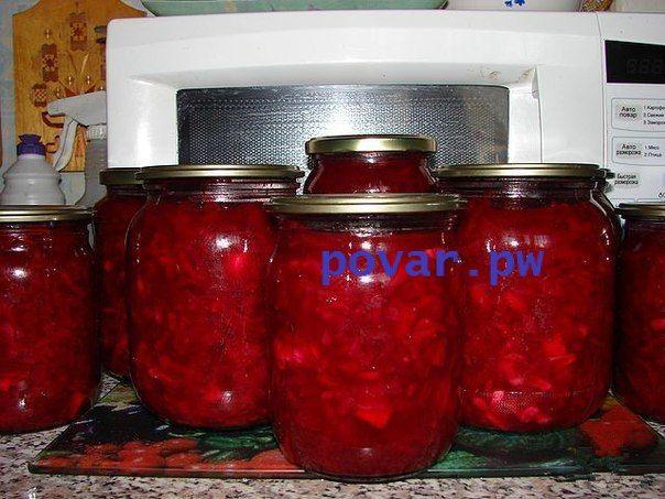 Заготовка «Борщ- 3 минуты и готово» Очень вкусно, а главное удобно- борщ зимой можно приготовить за считанные минуты, если положить баночку закуски в кипяток ( в идеале - в бульон), добавить рубленой зелени и зубчик давленого чеснока. Свекла -400 г. Картофель- 1,5 кг Капуста- 1 кг. Лук- 400 г Морковь- 400 г Помидоры- 1,5 кг Болгарский перец- 200 г Масло растительное – 250 г Уксус (9%)- 40 г В кастрюле разогреть масло, высыпать туда тоненько нарезанный лук и чуток обжарить. Выложить нашин...