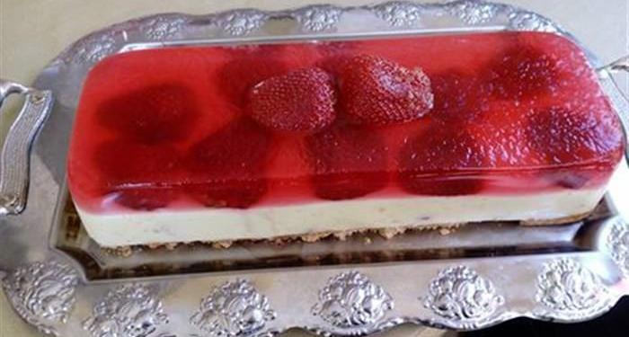 Πολύ εύκολο Eλαφρύ γλυκάκι με φρέσκες φράουλες ζελέ Και γιαούρτι… -idiva.gr