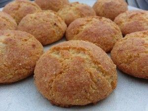 Hartige peper-kaaskoekjes, perfect voor een verantwoord tussendoortje. Of in mini-vorm voor bij de borrel.   koolhydraatarm, glutenvrij, broodbuik, granenvrij