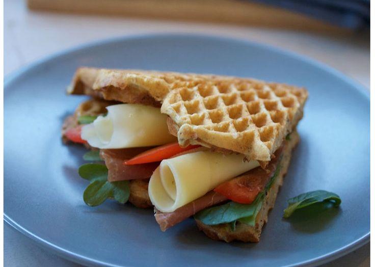 Bytt ut tørre brødskiver med saftige vafler til frokost og lunsj.