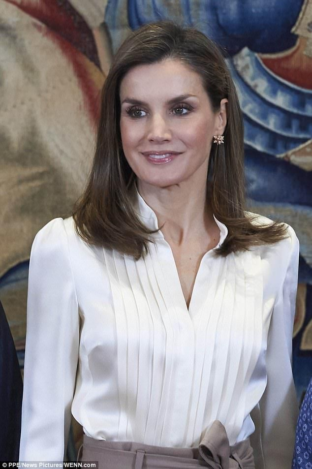 Queen Letizia continued to put on a regal appearance with the representatives of the deaf ...
