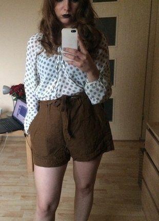 Kup mój przedmiot na #vintedpl http://www.vinted.pl/damska-odziez/szorty-rybaczki/16201480-materialowe-szorty-khaki-z-hm