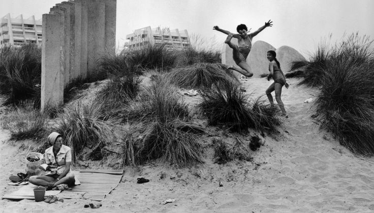 SÉRIE - En 1936, avec les premiers congés payés, les Français découvrent les vacances. Depuis, elles se sont démocratisées, et les attentes des vacanciers ont évolué. Le Figaro vous invite à remonter le temps et vous raconte 80 ans d'histoire.